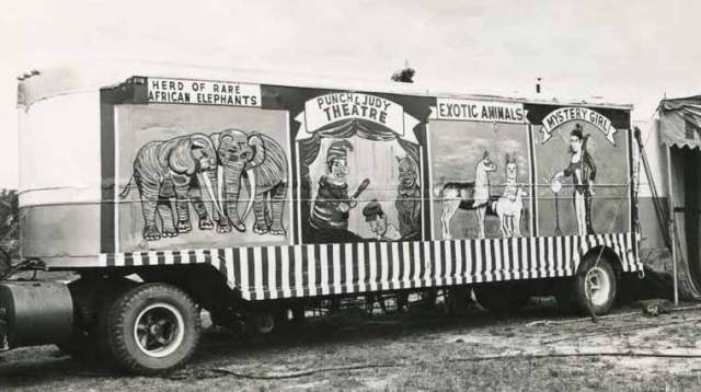 vintage-circus-show-bus